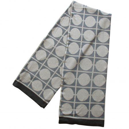 Decke Don aus gebürsteter Baumwolle, in Grau, mit markanten Streifen von Funky Doris.