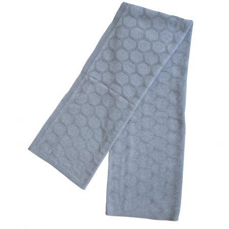 Gestrickte Decke Herdis in Grau aus gebürsteter Baumwolle von Funky Doris