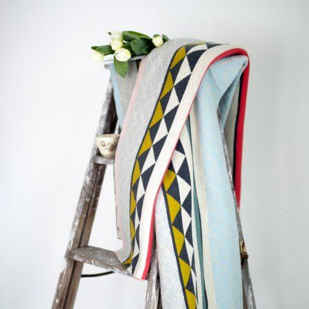 Weiche Decke Vilma von Funky Doirs in warmer Baumwolle Vintage