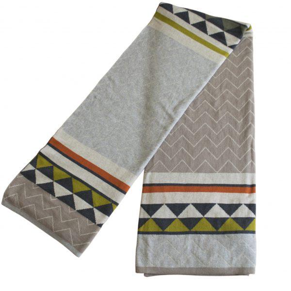 Tagesdecke Vilma von Funky Doris aus warmer Baumwolle in natürlichen Farben