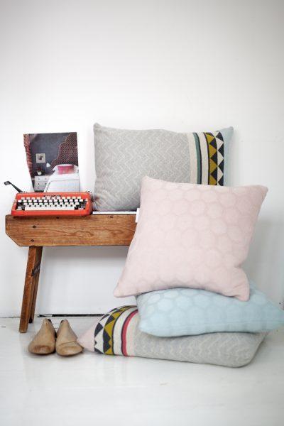 Weiche Kissen und Decken Vilma kombiniert mit pastelligen Herdis Design von Funky Doris