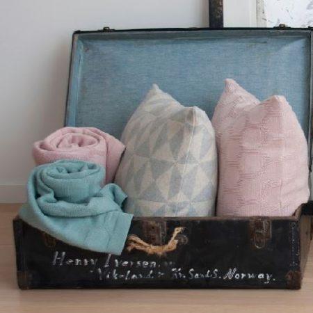Funky Doris Kissen Decke Herdis pastell und Kissen Iver