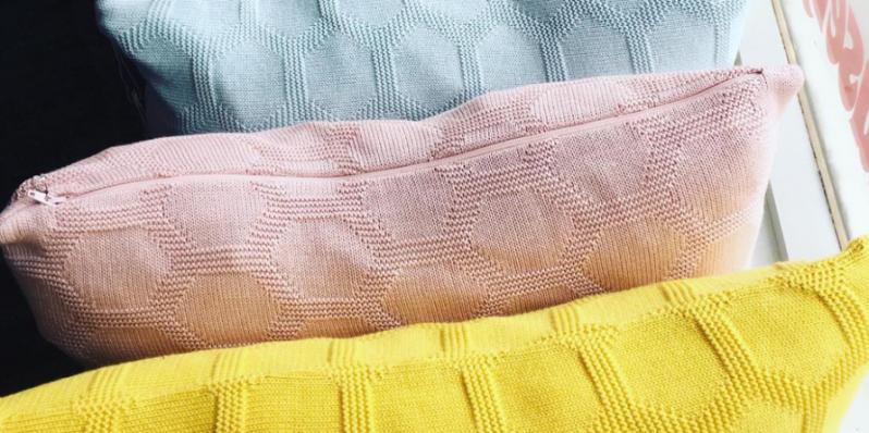Weiches einfarbiges Kissen Herdis im Nordic Design