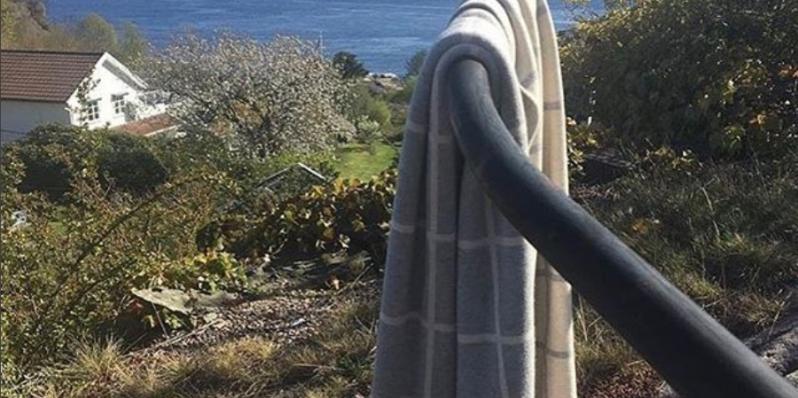 Grau-weiß Decke mit großem Karo