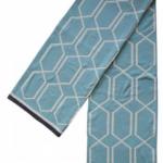 Weiche edle Decke in kühlem Blau