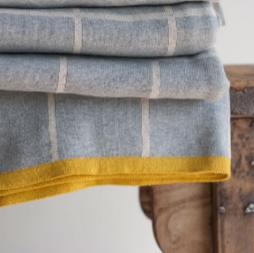 Detailaufnahme Decke Todden in Gelb und Grau