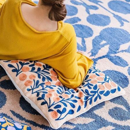 Teppich mit Beeren Motiv